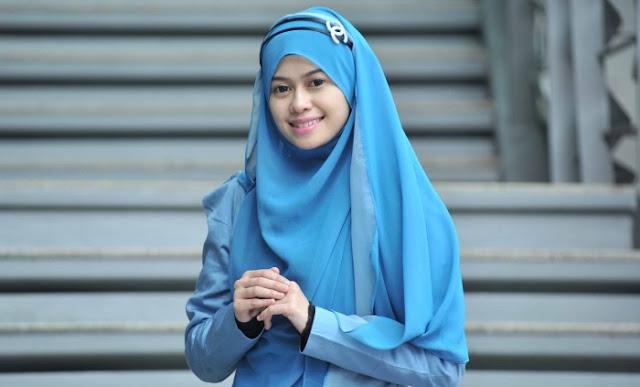 Fesyen Muslimah Terkini yang paling cantik dan menawan yang digayakan oleh Heliza Helmi adalah pilihan yang paling baik dan menarik untuk kebanyakan wanita-wanita muslimah.  Sebagai icon fesyen terkini pakaian muslimah, Heliza Helmi sudah pasti menjadi daya tarikan kepada lelaki mahupun wanita yang terserlah di sebalik wajah ayu dan penampilan sopannya.