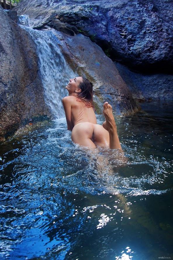 2979669093 [EroticBeauty] Noelia - Presenting re 0414