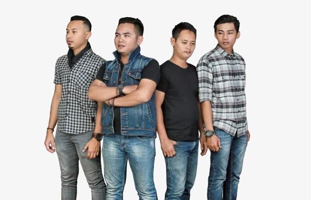 <subtitle> Band Lokal Metro : </subtitle> Cerita Perjalanan Jatuh Bangun Nafas Band