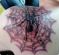 тату паука 3д на плече