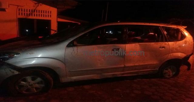 Diteriaki Maling Lembu, Mobil Xenia Remuk dirusak oleh Massa