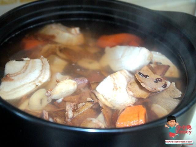 土伏苓牛大力粉葛蘿蔔豬骨湯!超強祛濕解毒、紓緩皮膚痕癢