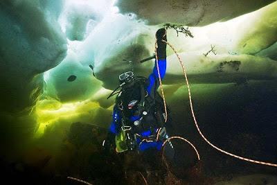 bajo el hielo algo impresionante