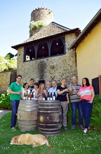 Winzerinnen und Winzer aus Rümmelsheim Burg Layen.