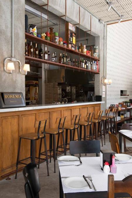 Restaurante em São Paulo com decoração rústica com inspiração industrial