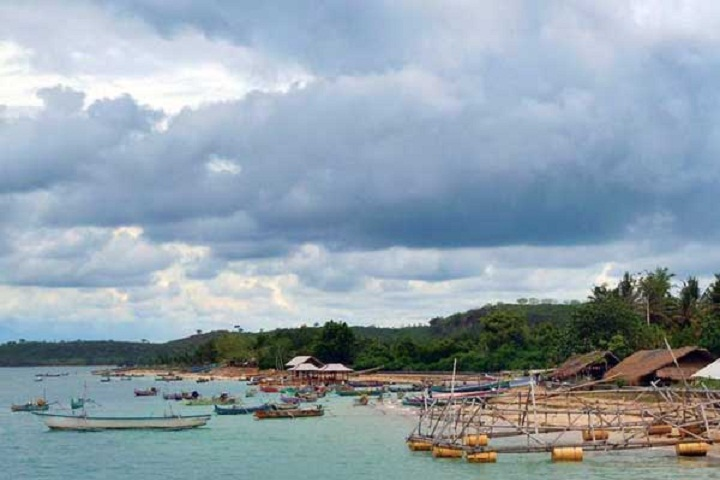 Travelling-Mendamaikan-Diri-di-Teluk-Ekas-Lombok