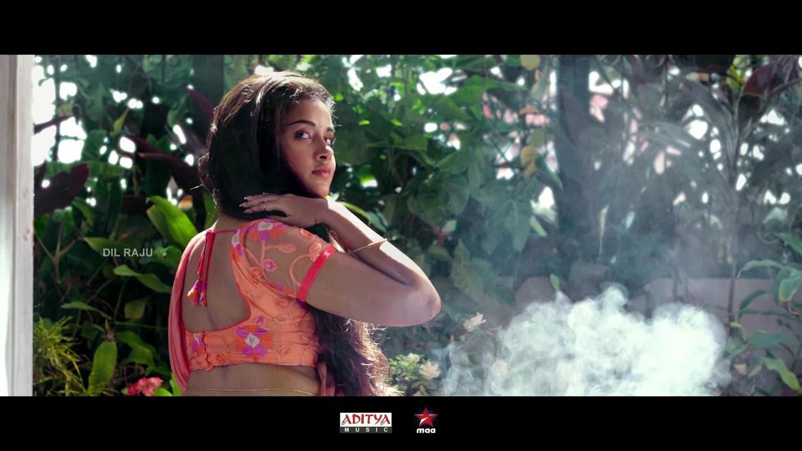 Anupama Parameswaran Hot BareBack