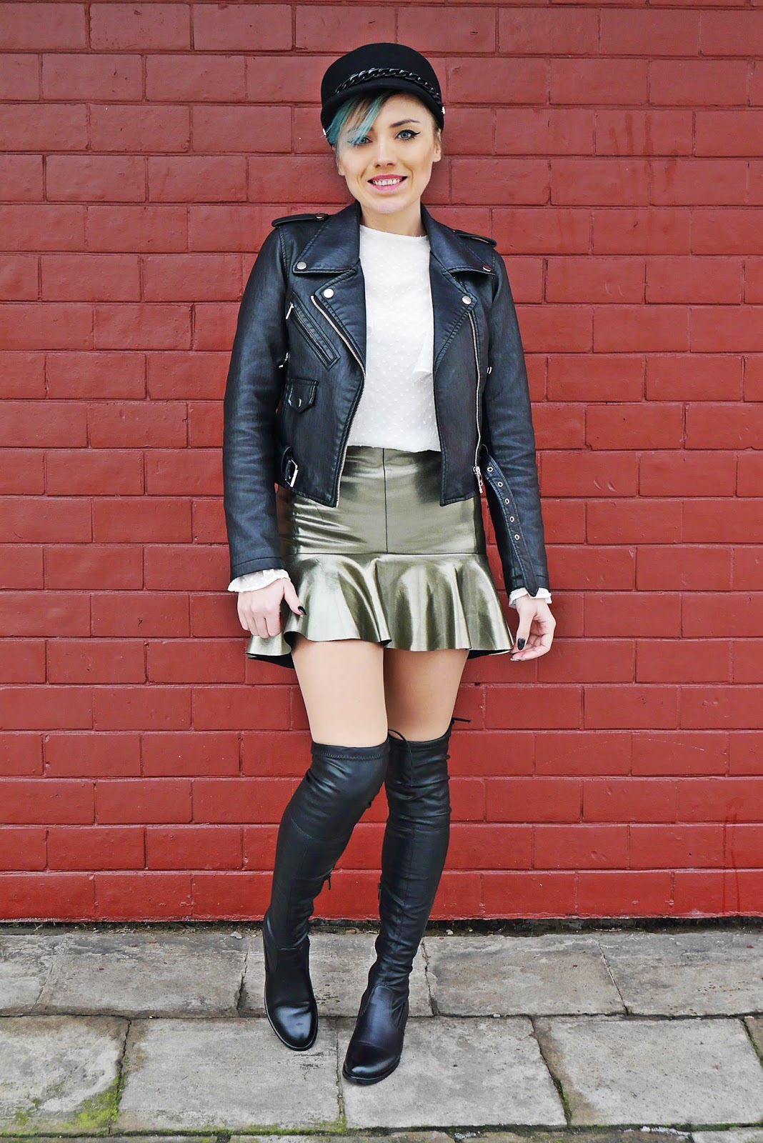1_leather_jacket_silver_skirt_black_hat_white_shirt_karyn_blog_modowy_220118a