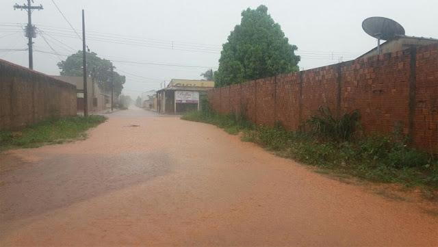 Chuva de cerca de 40 minutos alaga a capital Porto Velho sobretudo na Zona Leste