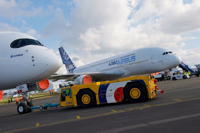 A380-800 and A350-900 XWB Side by Side