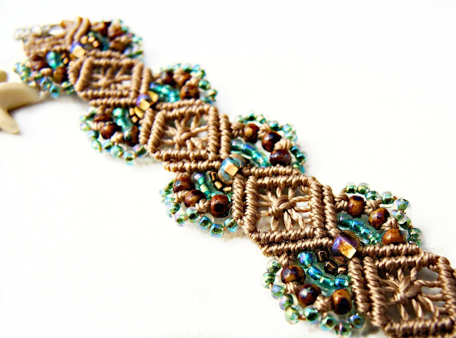 Hydrangeas pattern micro macrame bracelet in tan and turquoise.
