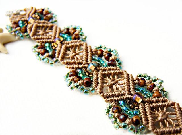 Hydrangeas pattern micro macrame bracelet in tan and turquoise.