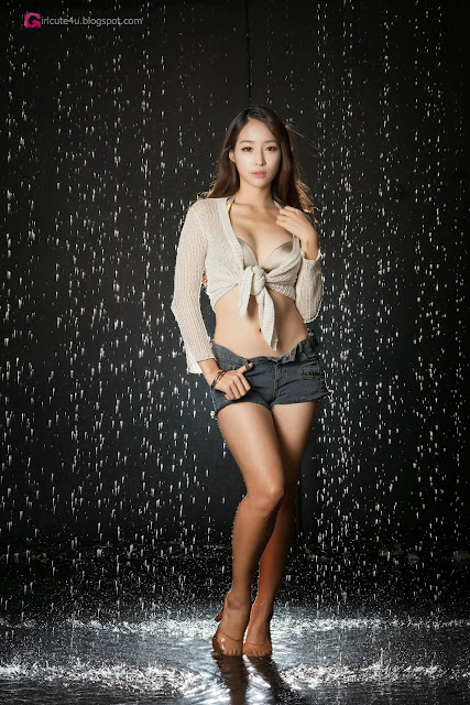 4 Eun Ji Ye getting wet - very cute asian girl-girlcute4u.blogspot.com