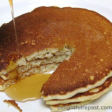 Pancakes - Perfect Pancakes / www.delightfulrepast.com
