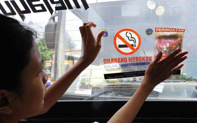 Mulai hari ini, Pemerintah Kota Banjarbaru memperketat Perda kawasan tanpa asap rokok tak hanya di gedung fasilitas publik, namun juga di angkutan umum.