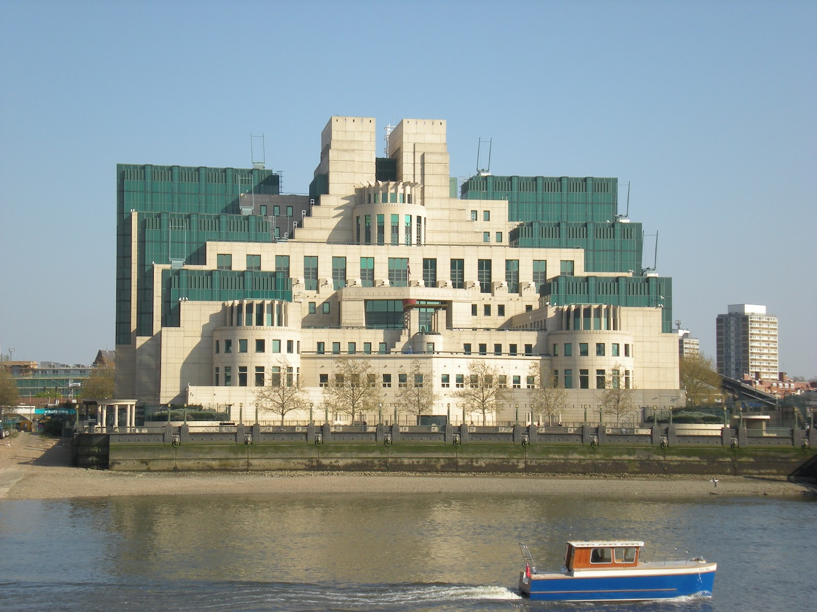 where is MI6 James Bond HQ? | Beyond The Movies