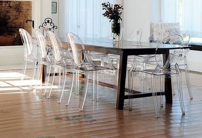 TRIO DESIGNER Mesas antigas com cadeiras modernas