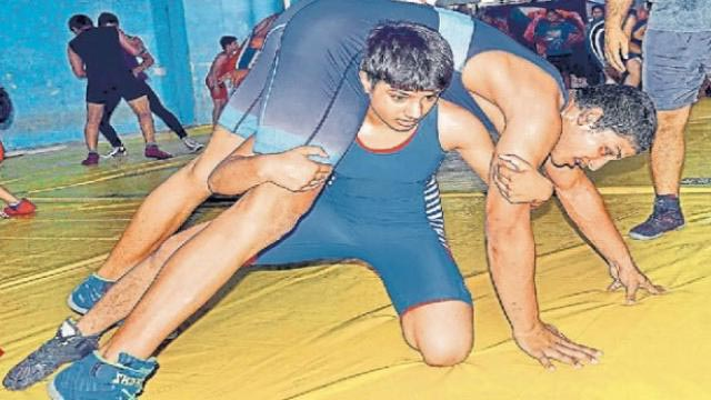 On the path of Geeta and Babita, who became the role model of women's wrestling, Faridabad's Mansi