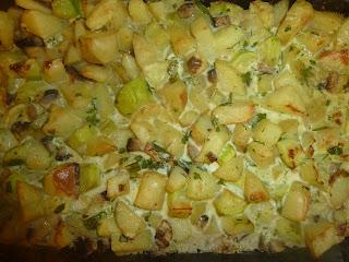 Budinca de cartofi noi cu ciuperci si smantana la cuptor