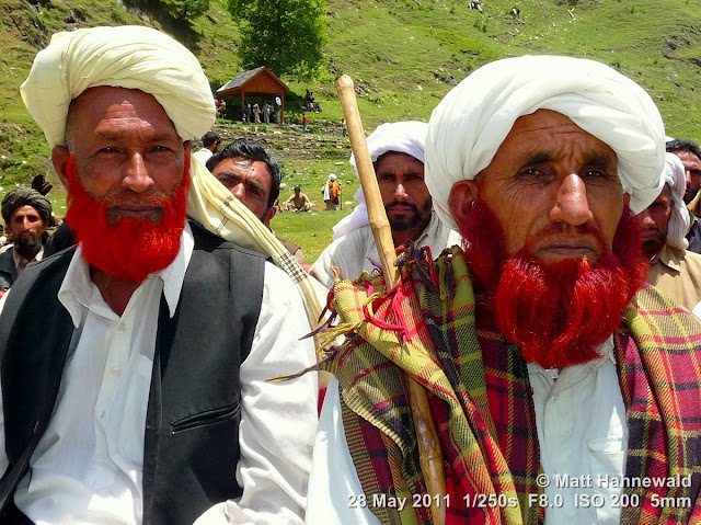 Facing the World, © Matt Hahnewald, street portrait, double portrait, Northern India, Kashmir, Bhadarwah, Jai Green Valley, Kashmiri men, red dyed beard, turban, Muslim people, Muslim men