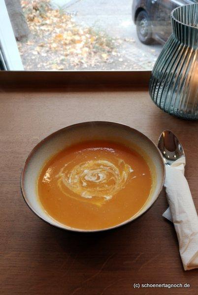 Orangen-Karotten-Suppe im Klauprecht in Karlsruhe