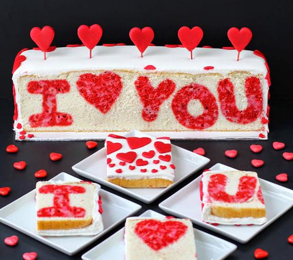 """торты, торты с сюрпризом, торты на День влюбленных, 14 февраля, День святого Валентина, сердцу, любоыь, блюда """"Сердце"""", кекс, кондитерская мастика, украшение тортов, оформление блюд на День Влюбленных, блюда праздничные, декор блюд. декор тортов, декор из кондитерской мастики, бисквит с рисунком, http://eda.parafraz.space/,"""