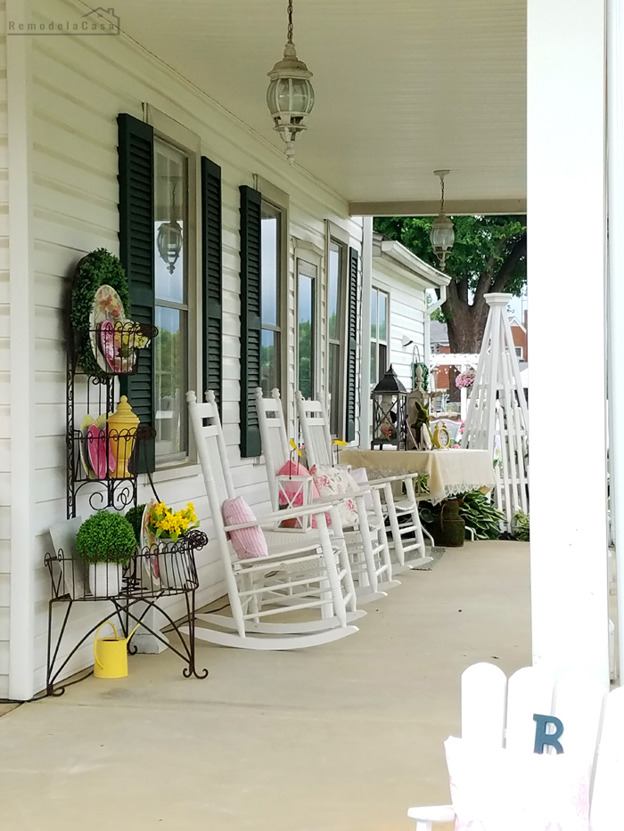 Rocking chairs on porch - Beautiful decor