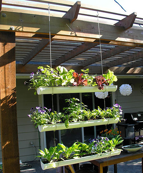 Ideas para peque as terrazas y balcones plantar en for Jardineras para balcones