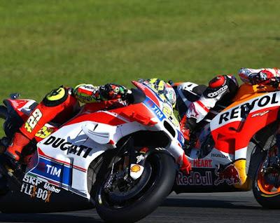 Rossi: Iannone Terlalu Agresif, Tapi Saya Menikmatinya