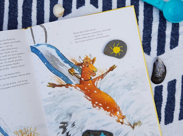 Mama Muh und die Küstenkinder spielen Sommer: Kinderbuch-Rezension und unsere Top 5 Ideen, um den Sommer ins Haus zu holen. ein tolles neues Bilderbuch von Jujja Wieslander und Sven Nordqvist.