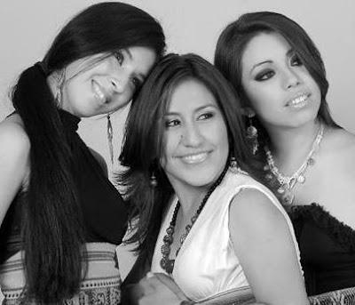 Foto del Grupo Marú sonriendo