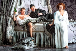 Edgaras Montvidas, Andrew Shore, Julia Sporsen - Die Fledermaus - photo:Robert Workman/ENO