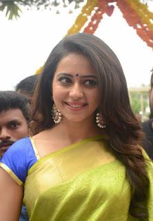 Rakul Preet Sing Looks Super Sexy in Saree at LPT Market Launch