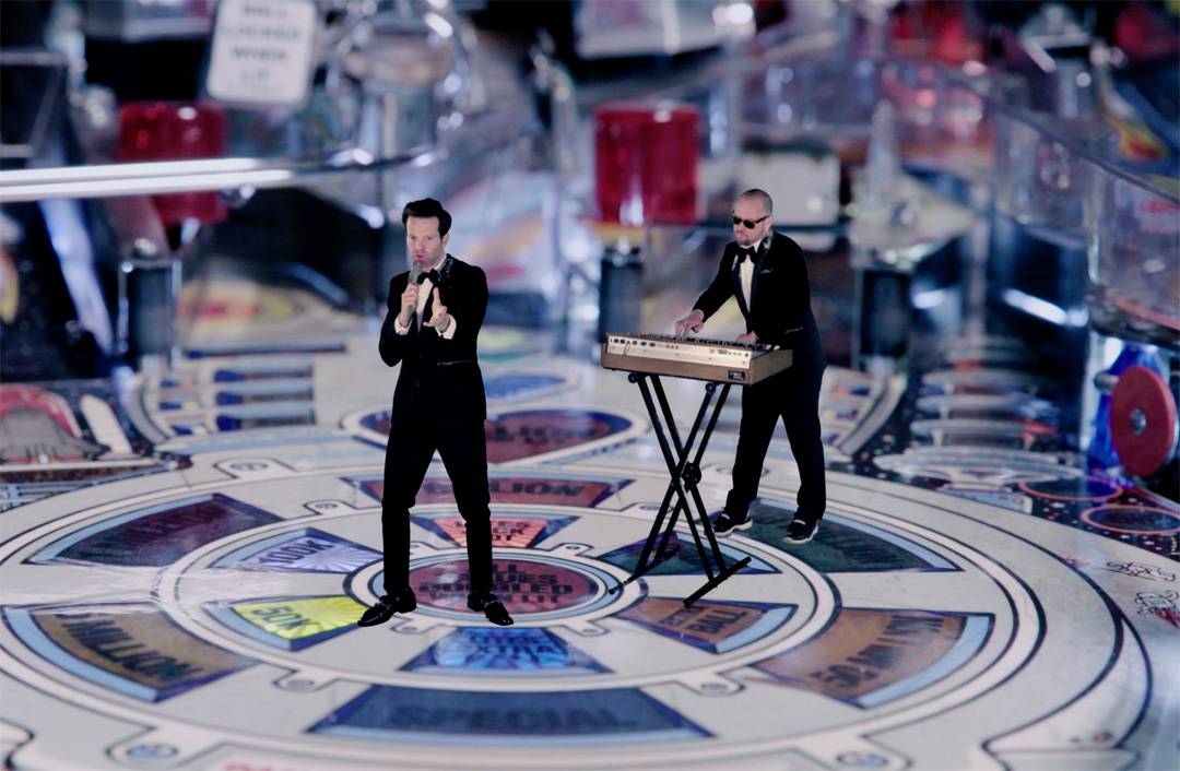 Mayer Hawthorne und Jake One als 3D Print Figuren in einem Flipper