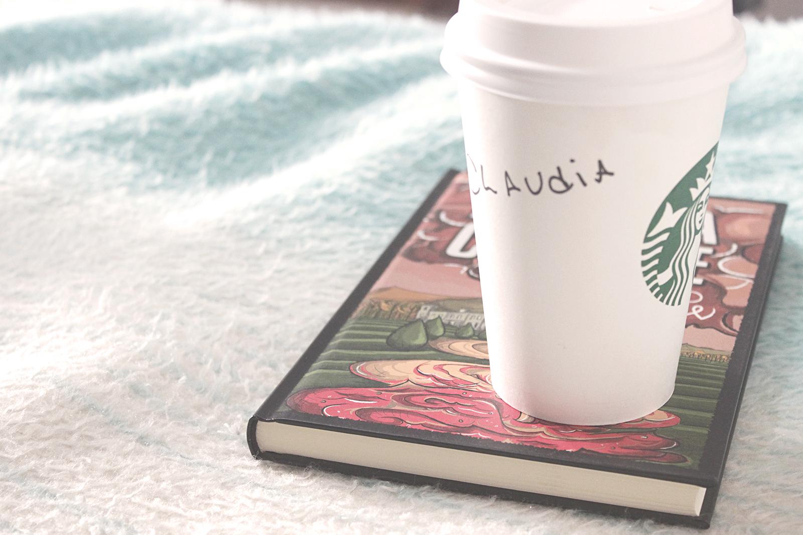 café livro e cama