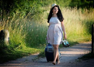 9 Smart Ways To Travel Light, Travel Packing Tips, NBAM Travelhacks, Natural Beauty And Makeup