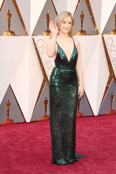 6a3e27689 Brie Larson (ganhadora do Oscar de melhor atriz, pelo O quarto de Jack) -  vestido Gucci. A cor azul é linda, o cinto com bordados deu um up no look,  ...