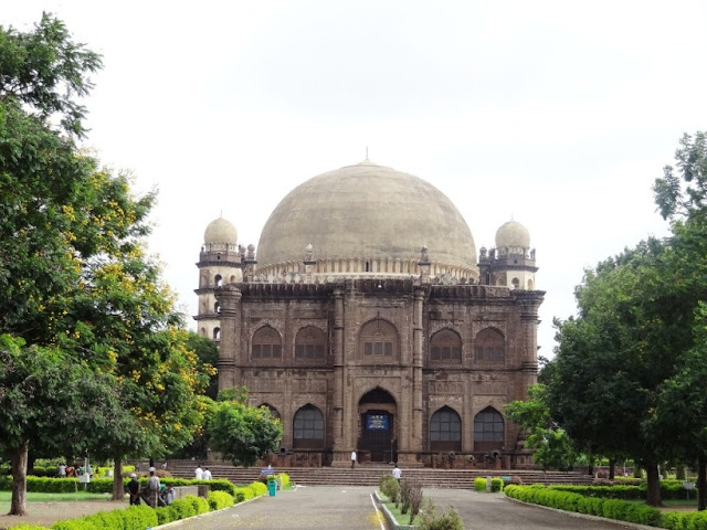 Gol Gumbaz Bijapur - Malayalam travelogue