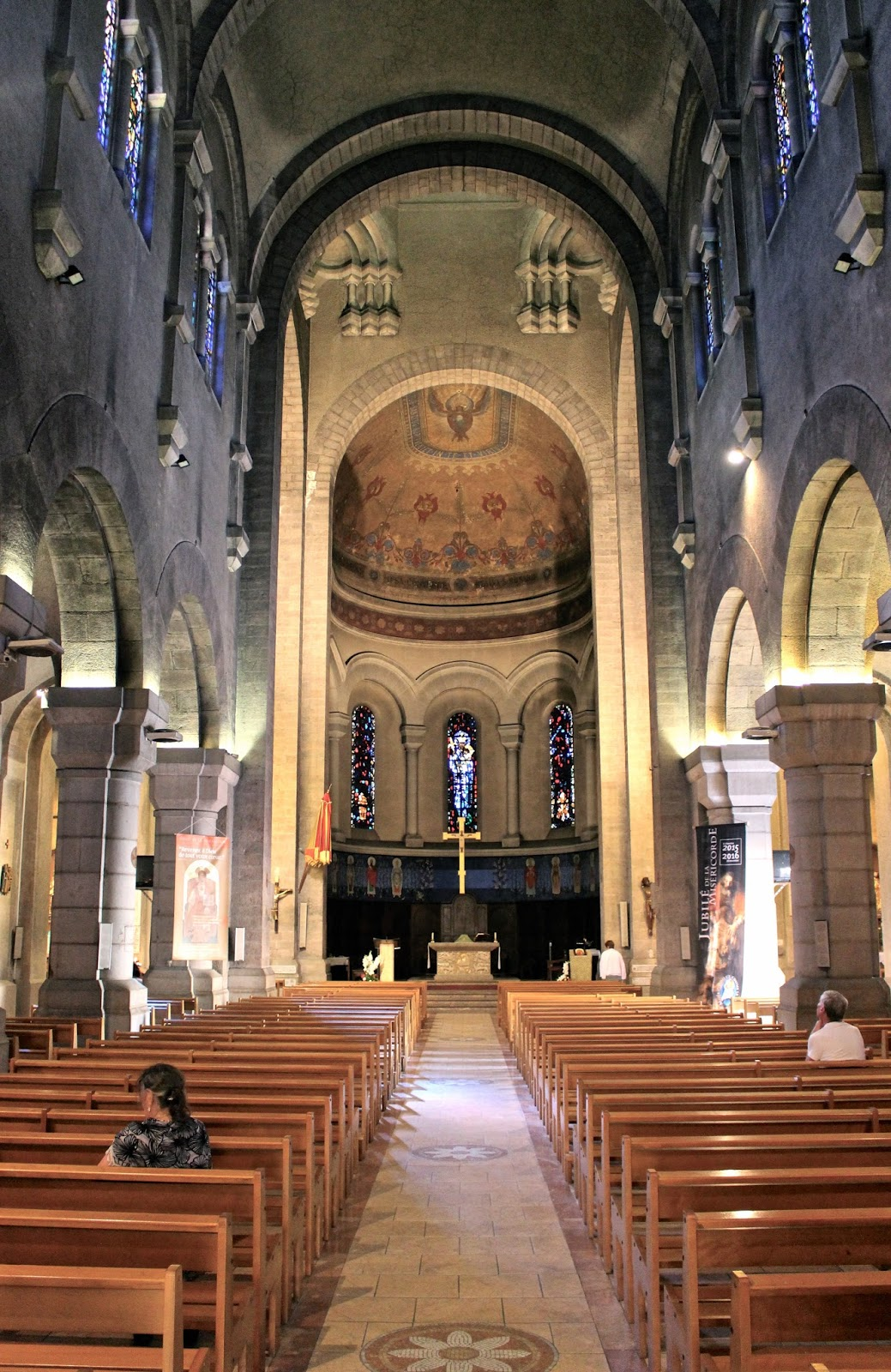 Saint Raphaël church interior