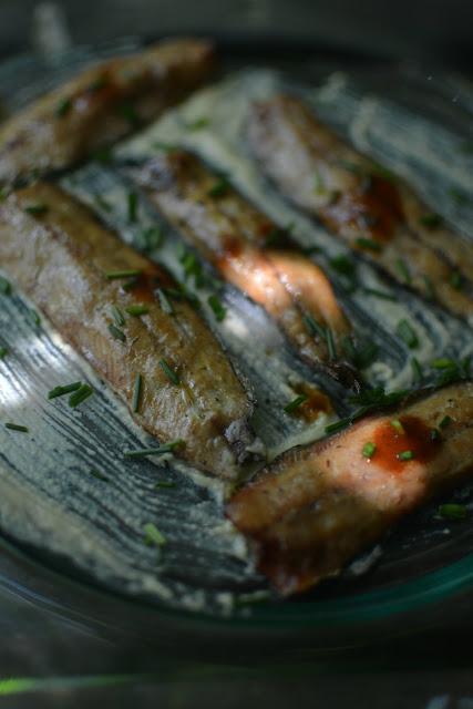 receta lomos de sardinas ahumada en cama de hummus y toque de salsa Tabasco Chipotle 04