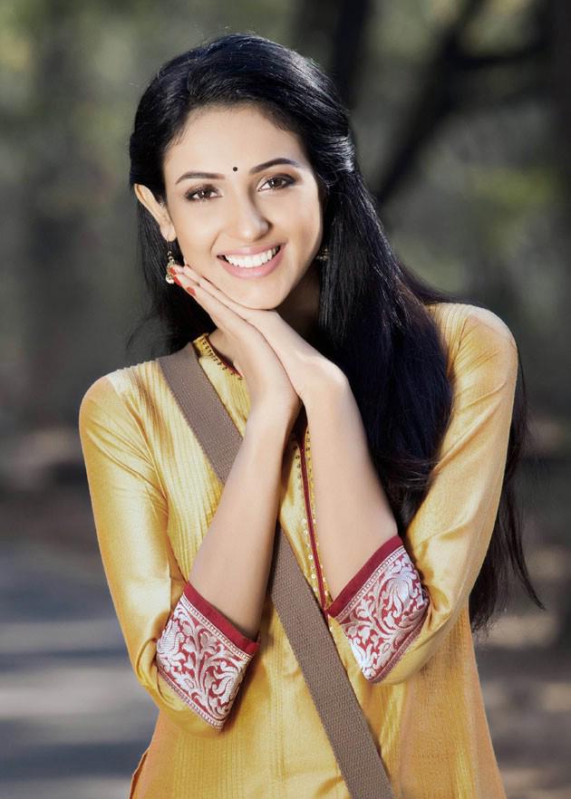 Majnu Fame Priyashri latest stills