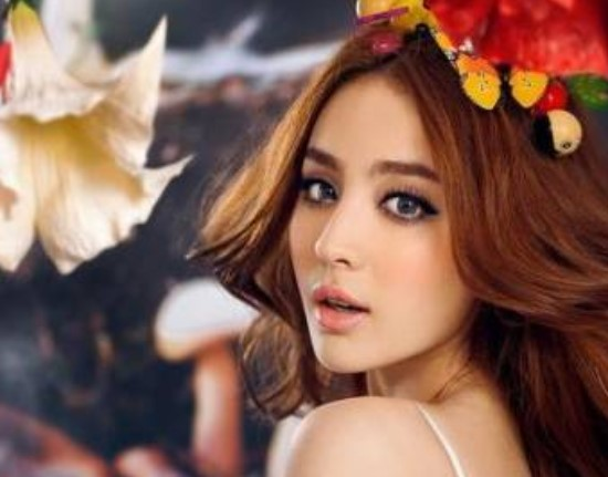 Yuk Lihat Wanita Cantik Suku Uighur, Suku Penghasil Wanita Tercantik Di Dunia