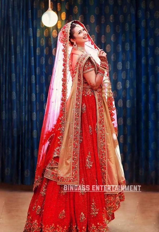 Divyanka Tripathi Wedding Dress 4