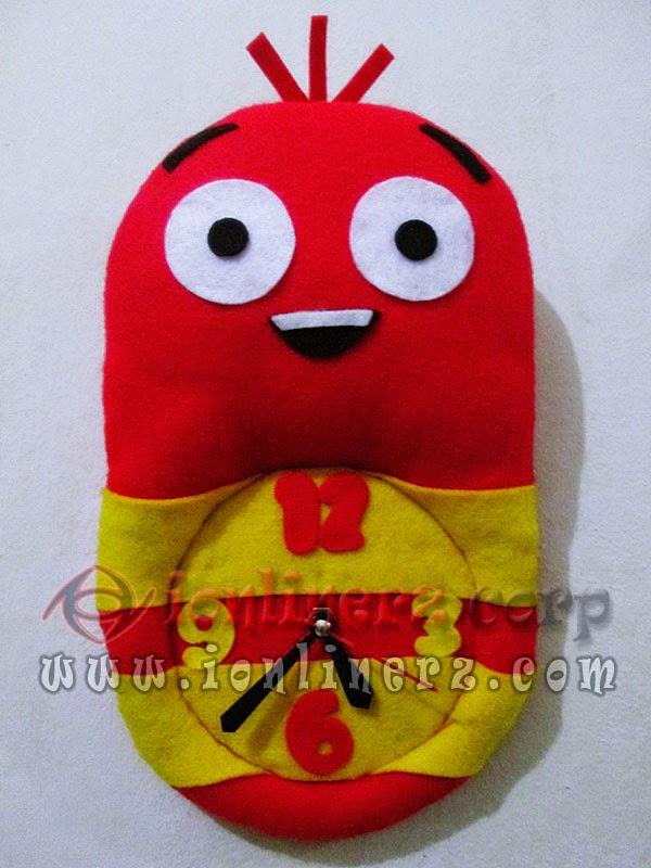Jam Dinding Flanel Karakter Kartun Boneka Larva Red