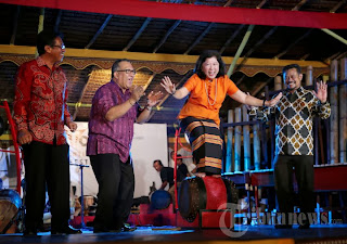 Mari Elka Pangetsu, Buka Toraja Internasional Festival