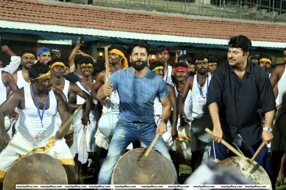 Vikram and Mammootty played traditional drums during the Natchathira cricket tournament
