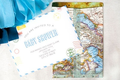 Gunakan kertas peta atau atlas untuk membuat amplop. Unik dan pasti ramah lingkungan.