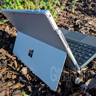 Surface Pro 4 mit Type Cover und Fingerprint ID