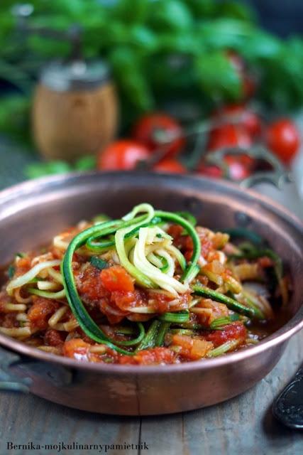 spaghetti, cukinia, pomidory, dieta, wege, wegetarianskie, bernika, kulinarny pamietnik