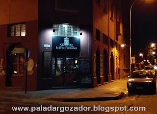 Bistro Yungay fachada de noche